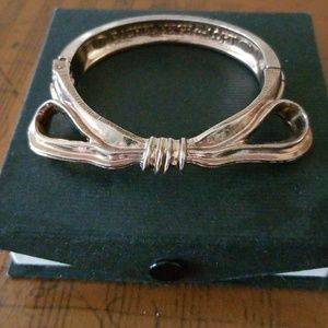 Bracelet, Gold Ribbon, Hinge Open/Close